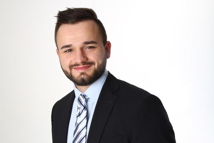 Nicolas-Roetger-Implantat-Spezialist